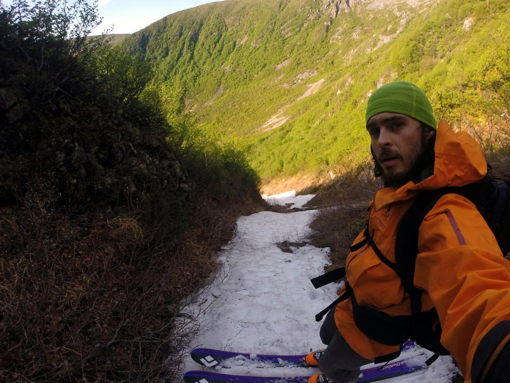 Portrait de Félix Savard-Côté, ski aux pieds