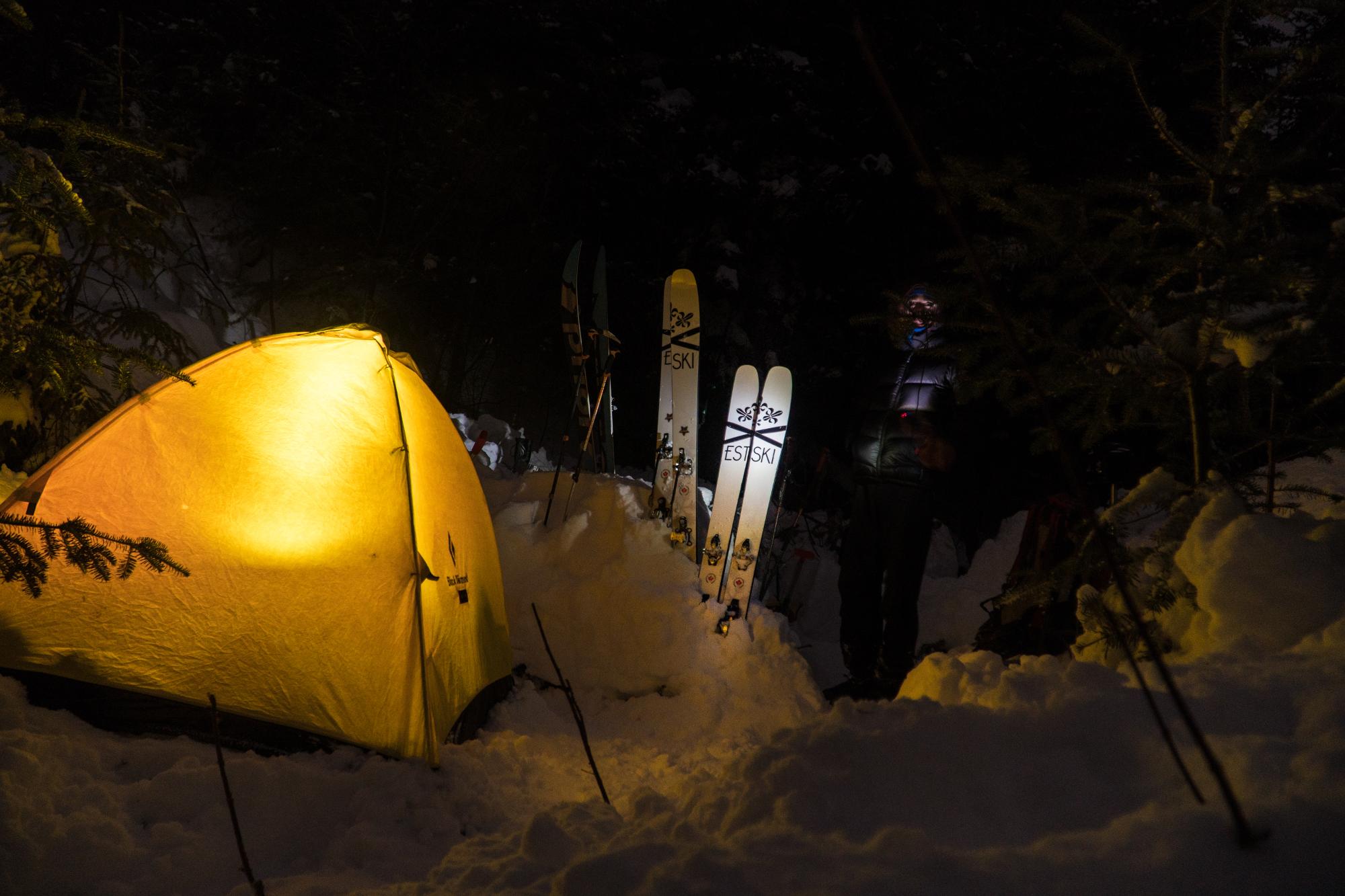 Camp dans la nuit