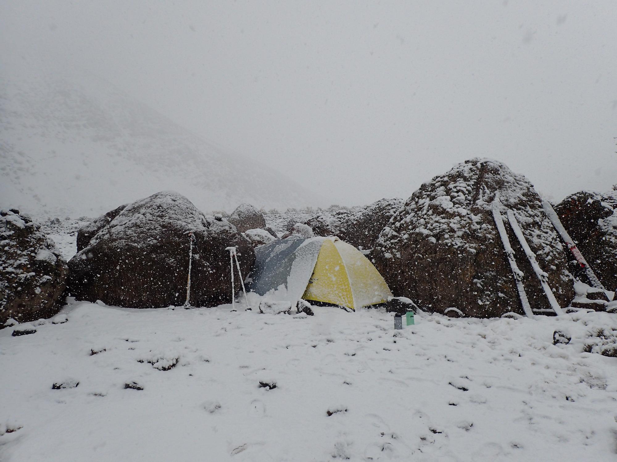 Tempête de neige au camp