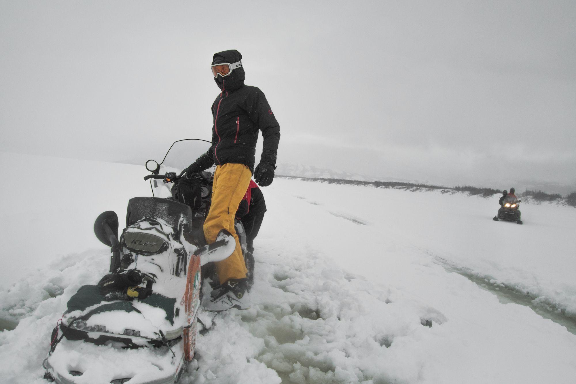 Slush sur le lac en skidoo